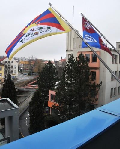 Počtvrté zavlaje tibetská vlajka nad sídlem Libereckého kraje