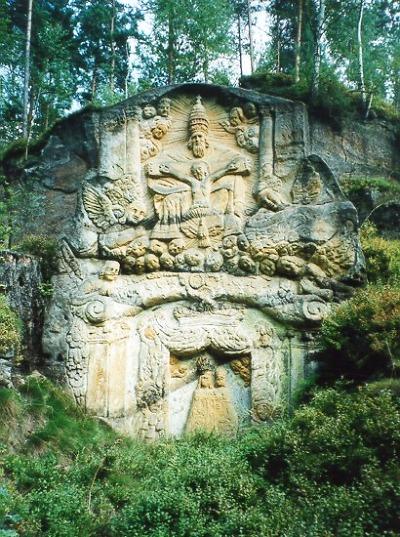 Za skalními reliéfy do Třídomí v Lužických horách