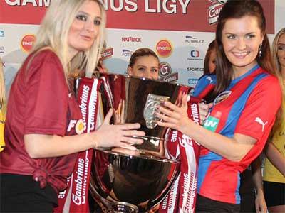 Trofej pro mistra fotbalové ligy k vidění v Intersparu