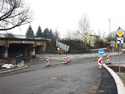 Pod turnovským viaduktem od pátku auta projedou