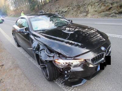 S kradeným BMW ujížděl z Líšného policii a způsobil dvě nehody