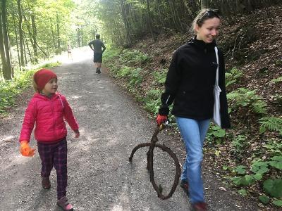 Na trasách v okolí Harrachova uklízeli dobrovolníci odpadky