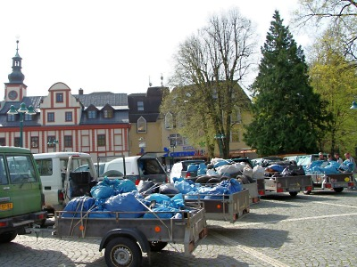 Krkonoše jsou opět čisté, nasbíraný odpad vystavili na náměstí ve Vrchlabí