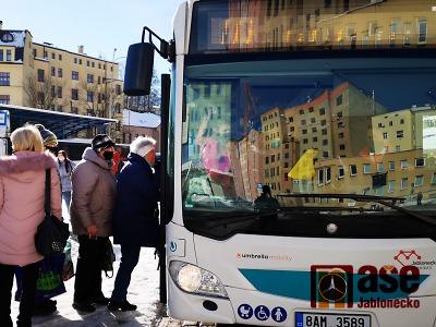 První den s novými autobusy Umbrella na Jablonecku