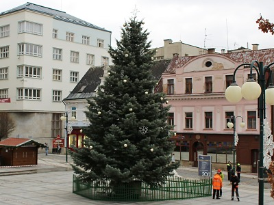 Jablonecký vánoční strom se kvůli větru naklonil a raději ho odstraní