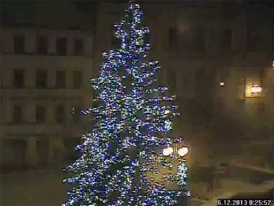VIDEO: Jak vichřice zlomila Vánoční strom