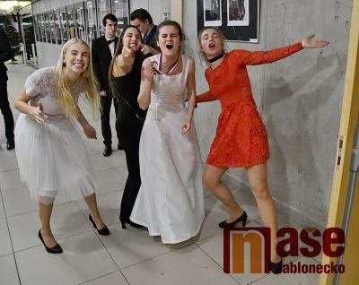 Obrazem: Věneček tanečního kurzu v jabloneckém Eurocentru