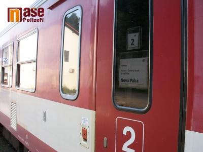Muž podlehl vážným zraněním po střetu s vlakem u Železného Brodu