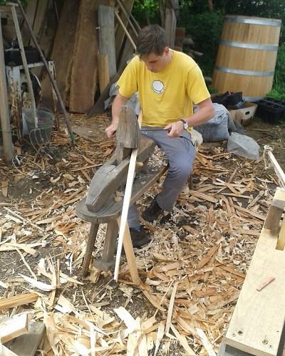 V Huntířově si můžete vyrobit vlastní luk nebo řezbářský nůž