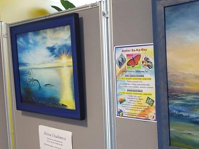 Výstavu turistů vystřídá ve vestibulu kraje výtvarné umění