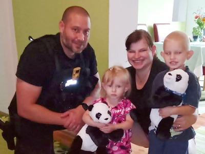 Jablonečtí strážníci přivítali doma zachráněnou Karolínku