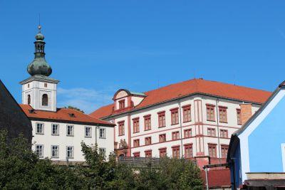 Konírny zákupského zámku projdou velkou rekonstrukcí