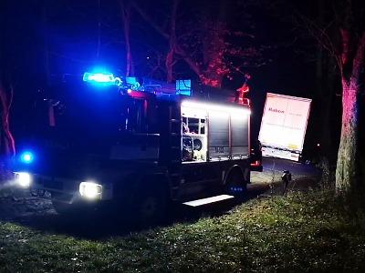 VIDEO: Kamion zapadl pod železniční stanicí Rádlo