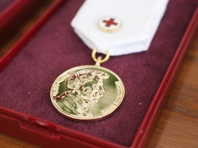 Dobrovolní dárci krve převzali v Jablonci kříže a zlaté medaile