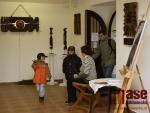 Vernisáž výstavy Radoslavy Sodomkové, Vladimíry Dvořákové a Klause Scholze ve výstavní síni galerie ve Frýdlantě.