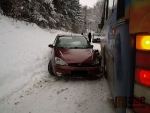U Sněhova se střetl autobus s Fordem