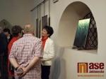 Vernisáž výstavy Ivana Kolmana Sklo trochu jinak v kostele sv. Anny v Jablonci nad Nisou.
