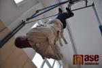 Světový rekord padl i v úniku vzhůru nohama. Nový světový čas 21,37 sekund by mu mohl závidět i sám Houdini.