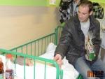Fotbalisté s Mikulášem a jeho družinou potěšili děti v nemocnici