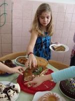 Dortový den na katolické škole vydělal na roční školné indické dívky