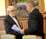 Petr Polák gratuluje ke zvolení Vladimírovi Vyhnálkovi
