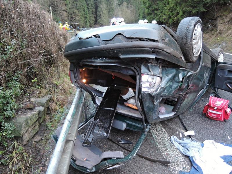 Nehoda auta v Bratříkově<br />Autor: HZS Libereckého kraje, stanice Tanvald