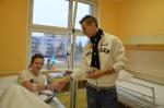 Jablonečtí fotbalisté potěšili návštěvou pacienty zdejší nemocnice