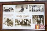 Odhalení pamětní desky staviteli zdejších sjezdovek a spoluzakladateli horské služby v Jizerských horách Zdeňku Vokatému