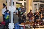 Předvánoční zpívání na schodech tanvaldské školy