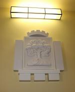 Slavnostní odhalení městského znaku na schodišti jablonecké radnice
