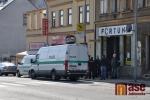 Pachatel se zbraní přepadl Fortunu, policisté uzavřeli Horní náměstí