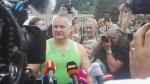 Jiří Kajínek opouští brány rýnovické věznice a svěřuje se novinářům i fanouškům