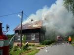 Požár chaty v Josefově Dole zdolávalo pět jednotek hasičů