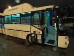 Policie hledá svědky dopravní nehody v Jablonci na autobusové zastávce