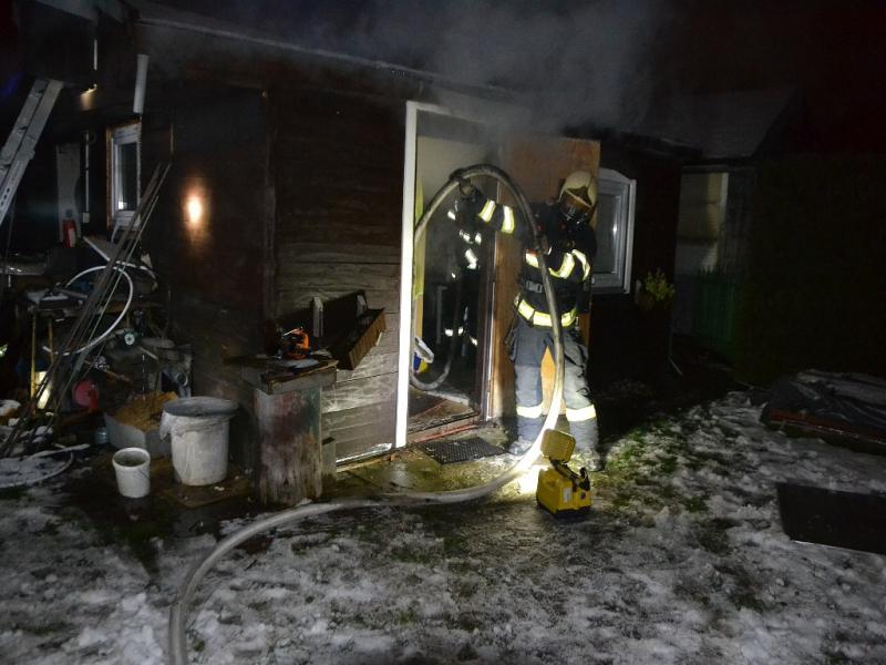 Požár zahradní chatky v zahrádkářské kolonii v České Lípě<br />Autor: HZS Libereckého kraje, stanice Česká Lípa