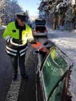 Policisté řidičům na Jablonecku rozdávali reflexní vesty