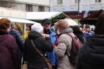 Lidé na vánočních slavnostech v Jablonci