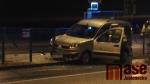 Nehoda, při které řidička osobního auta narazila U Lomu v Liberci do zábradlí autobusové zastávky