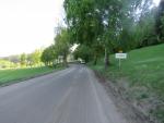 Mladý cyklista nezvládl v Tanvaldě rychlou jízdu na vyfrézované silnici