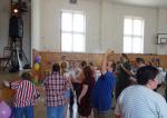 Setkání klientů krajských domovů v sokolovně Kokonín na 1. Májové veselici