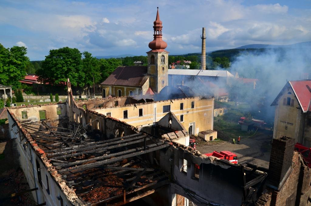 Rozsáhlý požár v Jindřichovicích pod Smrkem - snímky z úterý a středy<br />Autor: HZS Libereckého kraje, Jaromír Mottl