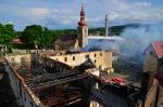 Rozsáhlý požár v Jindřichovicích pod Smrkem - snímky z úterý a středy