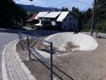Opravená silnice vedoucí na Javorník nedaleko Jeřmanic
