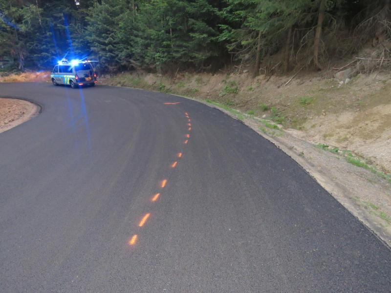Opravovaný úsek silnice v Josefově Dole, kde došlo k nehodě cyklistky