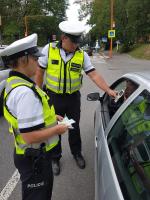 Policisté rozdávali řidičům u jablonecké přehrady nealko pivo