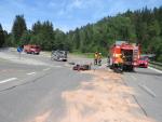 Nehoda osobního auta s motorkou na silnici mezi Železným Brodem a Loužnicí