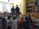 Za dětmi na příměstský tábor v Jablonci znovu přijeli policisté