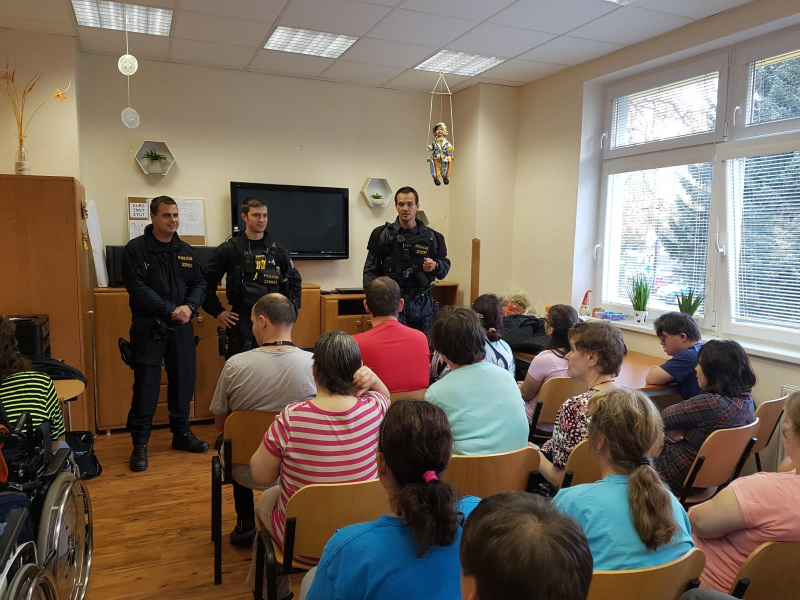 Návštěva policistů v Domově a Centru denních služeb v Jablonci