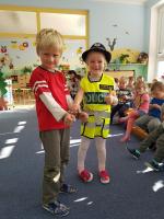 Beseda policistky s dětmi v mateřské škole v Plavech