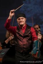 Pořad Pavel Šporcl: Vánoce na modrých houslích v jabloneckém divadle
